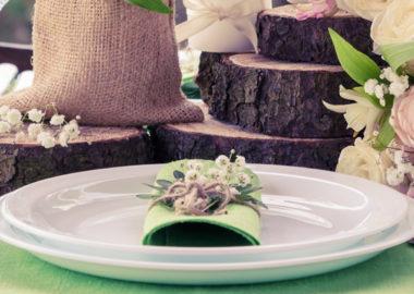 Rustic-wedding-table-setting